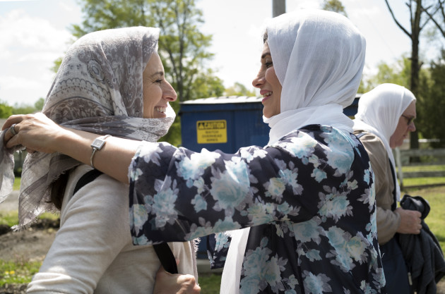 A Muslim on the SOSS bud trip helps cover the head of a Jew on the bus trip before attending Friday prayers at Masjid Al-Muminun in Memphis, Tenn. Photo credit: Joan Roth